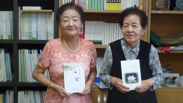 수필집 '제일 기뻤던 날'을 낸 김희자 할머니(왼쪽)와 시집 '무명치마'를 낸 배재식 할머니.